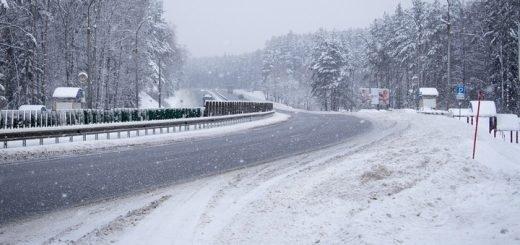 Непогода продолжает «закрывать» трассы в Алтайском крае.
