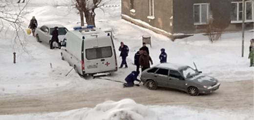 Автомобиль «скорой» застрял в снежном плену в Новосибирске