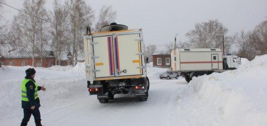 Из Змеиногорска отправилась спецтехника с продуктами  в села района