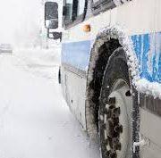 На трассе под Новосибирском застрял автобус с детьми