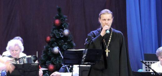 Батюшка с оркестром гастролирует по районам Новосибирской области