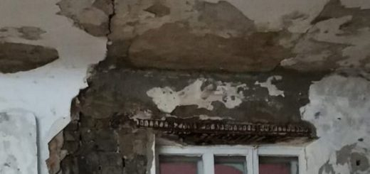 Новосибирцы обсуждают разрушающуюся стену в школе