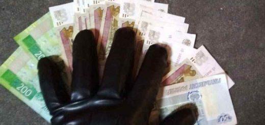 Мужчина в маске с «челюстями» ограбил «Дядю Денера» в Новосибирске