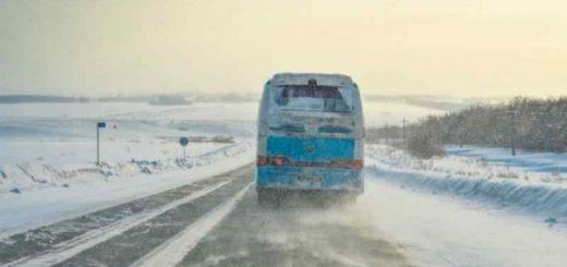 Пассажирский автобус из Новосибирска замерз в степях Казахстана