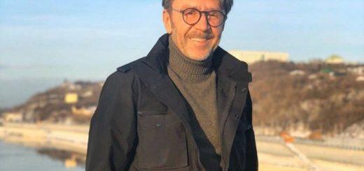 «Ни полстрочки, даже мема»: Шнуров высмеял молчание федеральных СМИ о «черном небе» Красноярска