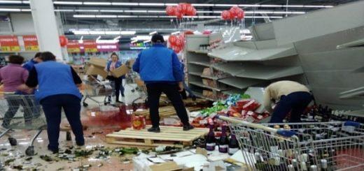 «Психологи уже прибыли?»: в гипермаркете на Бердском шоссе рухнул стеллаж с алкоголем