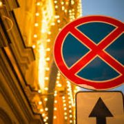 Власти Новосибирска запретят остановку автомобилей на парковке