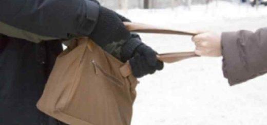 Кольца, деньги, телефон: 14-летний подросток ограбил пенсионерку в Новосибирске