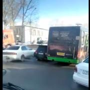 Автобус и четыре машины устроили массовое ДТП в Новосибирске