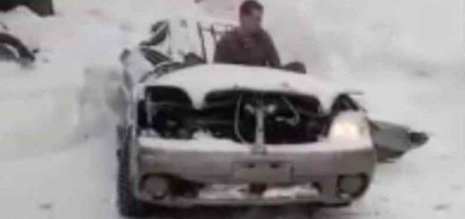 Расплющенную кирпичной аркой Subaru завели в Новосибирске