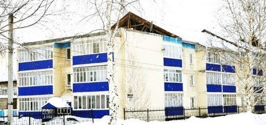 Администрация Алтайского района оказывает помощь жителям дома, у которого обвалилась часть крыши