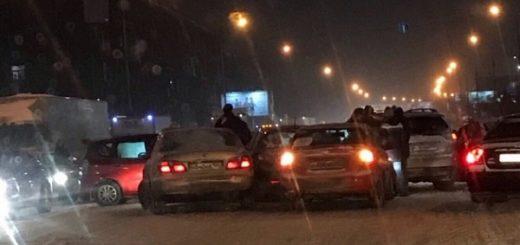 Массовое ДТП спровоцировало серьёзную пробку на «Большевичке» в Новосибирске