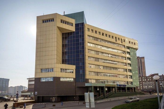 Крупный БЦ обесточили в Новосибирске из-за прорыва трубы