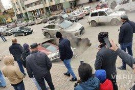 СГК прокомментировала провалившиеся в недра земли автомобили на Фрунзе